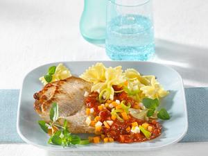 Minutensteaks mit Farfalle und Gemüse-Bolognese Rezept