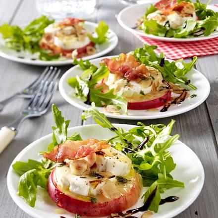 Mit Ziegenkäse gratinierter Apfel auf Salat Rezept