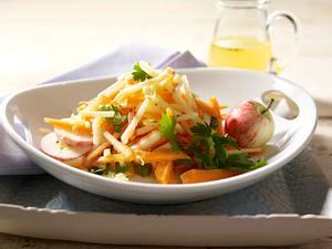 Möhren-Apfel-Salat mit Ingwer-Dressing Rezept