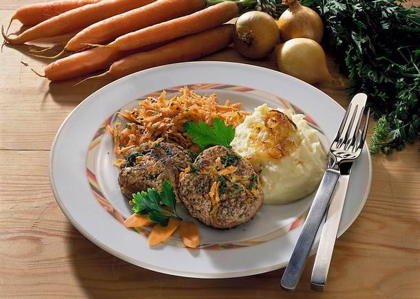 Möhren-Hackfrikadellen mit Kartoffelpüree Rezept