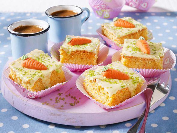 Möhren-Mandel-Blechkuchen mit Zitronenguss Rezept