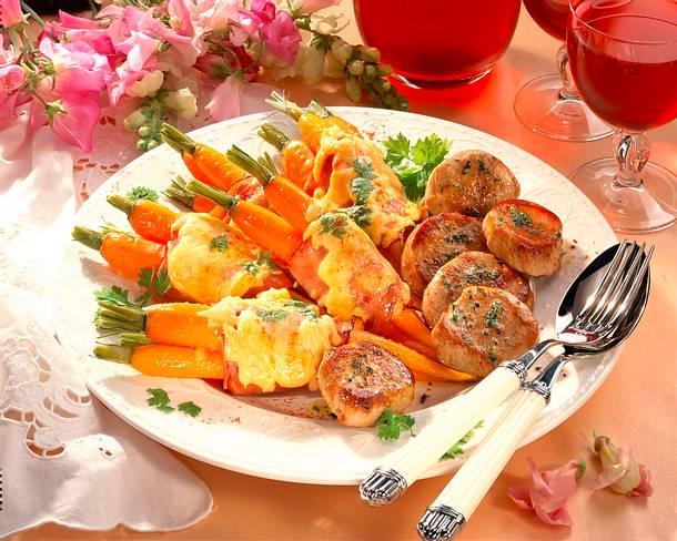 Möhren mit Kochschinkenmantel mit Schweinemedaillons Rezept