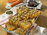 Möhren-Pistazien-Kuchen vom Blech mit Schokostückchen Rezept