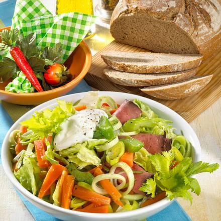 Möhren-Sellerie-Salat mit Roastbeef Rezept