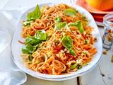 Möhren-Spaghetti mit Erdnüssen Rezept