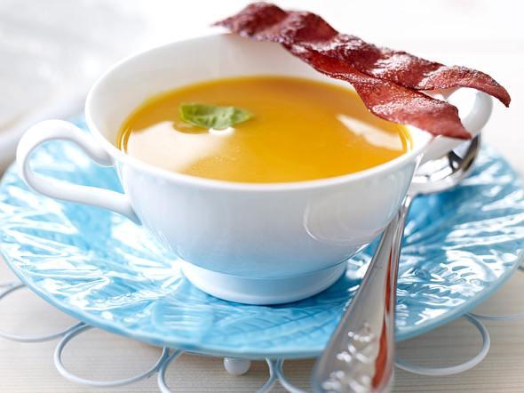Möhren-Süßkartoffel-Süppchen mit Serrano-Schinken Rezept