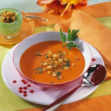 Möhren-Tomaten-Cremesuppe mit Kartoffel-Croûtons Rezept