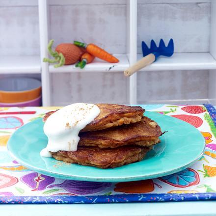 Möhrenkuchen-Pancakes mit Frischkäsetopping Rezept