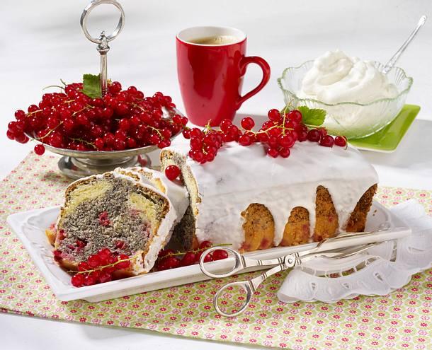 Mohn-Kastenkuchen mit Johannisbeeren Rezept