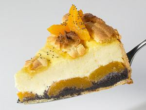 Mohn-Marzipan-Käsekuchen mit Aprikosen Rezept