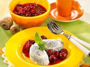 Mohn-Vanille-Mousse mit Kirschsoße Rezept