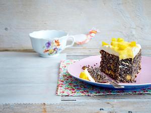 Mohnkuchen mit Mango-Vanille-Creme Rezept