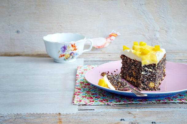 Mohnkuchen mit Mango-Vanille-Creme