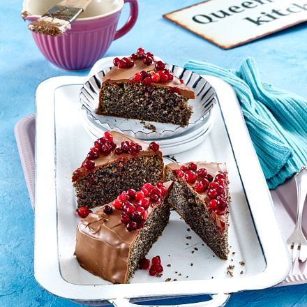 Mohnkuchen mit Schoko-Preiselbeer-Topping Rezept