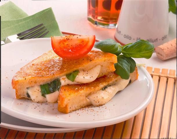 Mozzarella in Carozza (Gebackener Mozzarella) Rezept