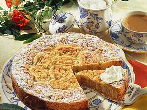 Mürbeteig-Schneckenkuchen mit Marzipanfüllung Rezept