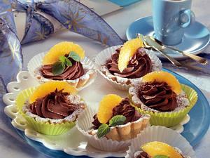 Mürbeteig-Torteletts mit Schokoladensahne und Orangenfilets Rezept