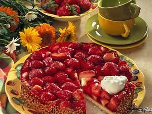 Mürbeteigtorte mit frischen Erdbeeren Rezept