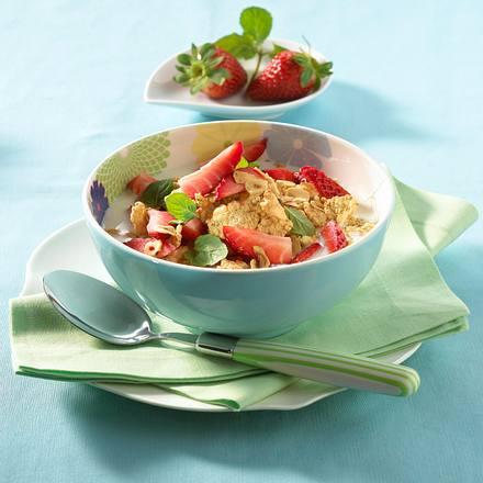 Müsli mit Flakes und Erdbeeren Rezept