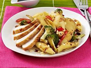Muschelnudeln Brokkoli Hähnchen zu Rezept