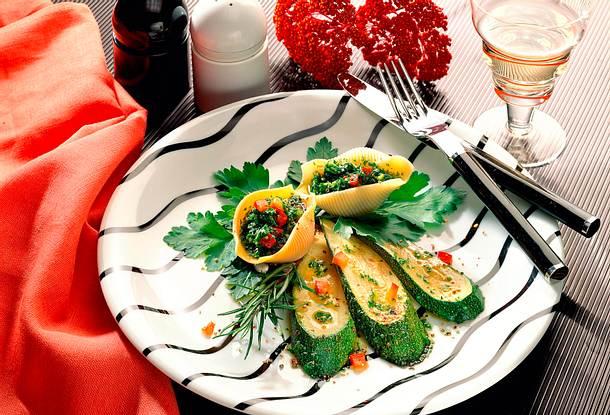 Muschelnudeln mit Pesto und Zucchini Rezept