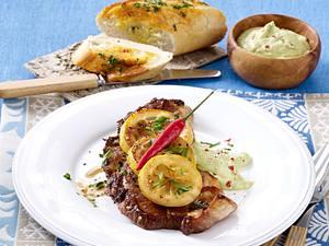 Nackenkotelett mit Guacamole und geröstetem Baguettebrot Rezept