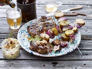 Nackensteak zu Bratkartoffelspieß und Zwiebel BBQ-Butter Rezept