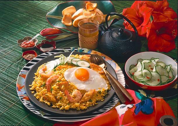 Nasi Goreng (Gebratener Reis mit Huhn) Rezept