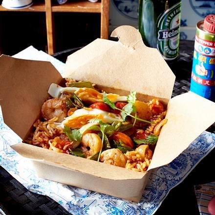 Nasi-Goreng mit Shrips und Spiegelei Rezept