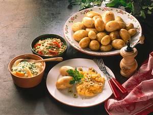 Neue Kartoffeln mit Beilagen Rezept