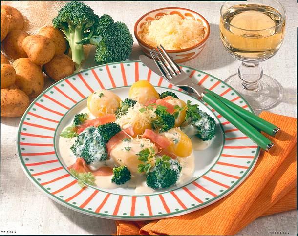 Neue Kartoffeln mit Broccoli und Käsesoße Rezept