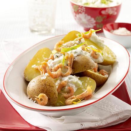 Neue Kartoffeln mit Krabben und Gurkenquark Rezept