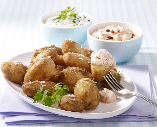 Neue Kartoffeln mit zweierlei Quarkcreme Rezept