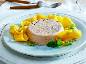 Nougat-Panna cotta zu Mango-Salat Rezept