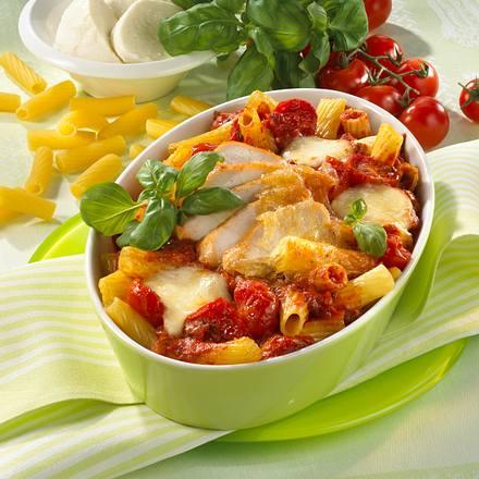 Nudel-Hähnchen-Auflauf in Tomatensoße Rezept