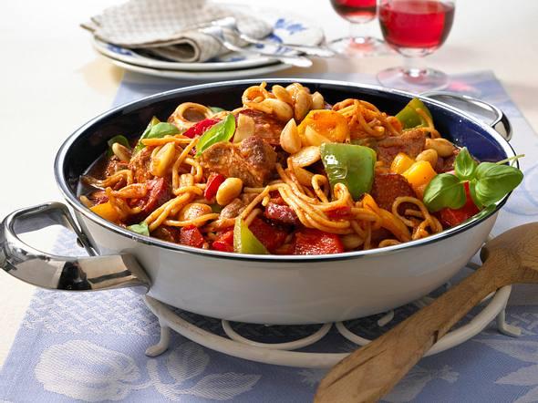 Nudel-Paella mit Schweinenacken und Cabanossi Rezept