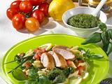 Nudel-Pesto-Salat mit Hähnchen Rezept