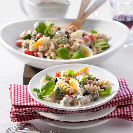Nudel-Thunfisch-Salat mit Knoblauch-Mayonnaise Rezept