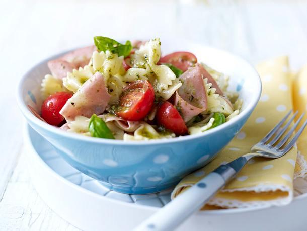 Nudel-Zucchini-Salat mit Mortadella Rezept