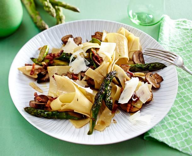 Nudelfleckerl mit Spargel, Champignons und Parmesan Rezept