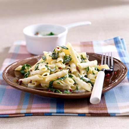 Nudeln in feiner Käse-Spinat-Soße Rezept