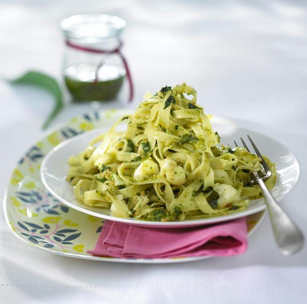 Nudeln mit Bärlauch-Mandel-Pesto Rezept