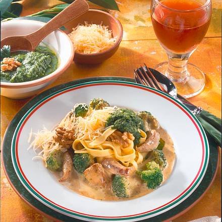 Nudeln mit Broccoli-Schnitzel-Rahm Rezept
