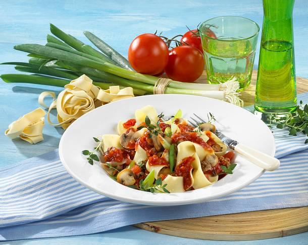 Nudeln mit Champignon-Tomaten-Soße Rezept