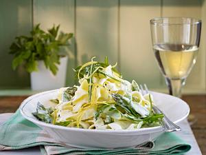 Nudeln mit grünem Spargel in Zitronenrahm Rezept