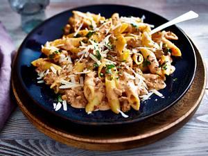 Nudeln mit Hacksoße und Parmesan Rezept