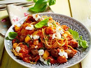 Nudeln mit Kürbis-Tomatensoße und Salsicce Rezept