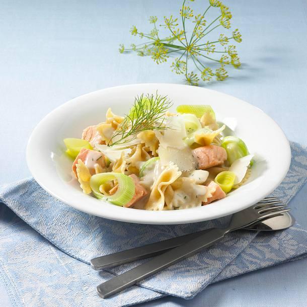 Nudeln mit Lachs-Käse-Soße (Diät) Rezept