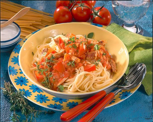 Nudeln mit Schnitzel-Tomatensoße Rezept