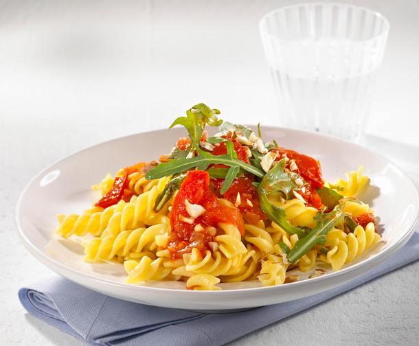Nudeln mit Tomaten-Raukesoße Rezept